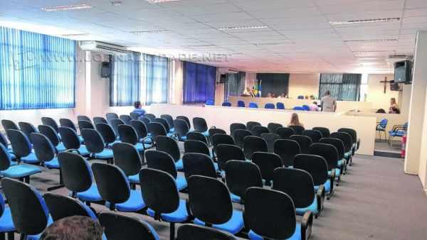 Audiência sem participação popular é frequente na Câmara Municipal. Nem todos os vereadores comparecem