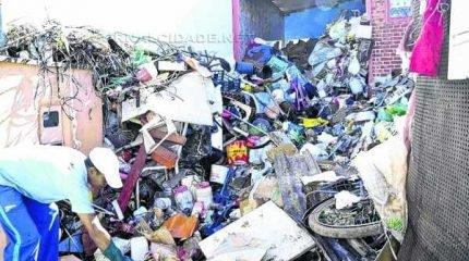 A Fundação vem fazendo a varredura de imóveis com lixo e vários focos de pernilongo da dengue (Foto: Arquivo)