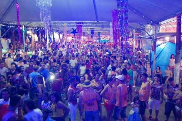 Evento aconteceu pela primeira vez na rua e teve aprovação total dos foliões; público de toda a região compareceu nos cinco dias da festa de momo de Corumbataí