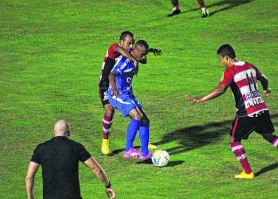 Apesar dos 3 a 0 contra o Linense, Buião destacou falhas defensivas e deve fazer mudanças