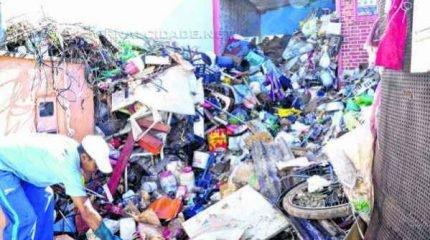 Foram retirados seis caminhões de lixo na residência