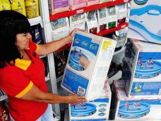 Piscinas infláveis com capacidade para três mil e cinco mil litros são as mais vendidas. Preços variam de R$ 390 a R$ 540,00