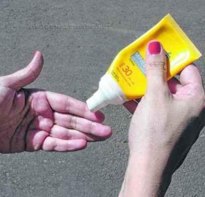 Segundo os dermatologistas e especialistas no assunto, é indicada a reaplicação do produto por três a quatro vezes ao dia em todas as áreas fotoexpostas