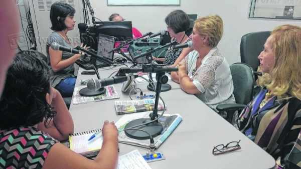 Socióloga Camila Vedovello, jornalista Fabíola Cunha, vereadoras Raquel Picelli, Maria do Carmos e delegada Sueli Isler