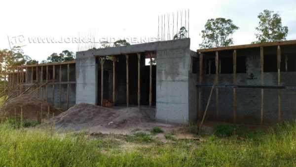 Em Itirapina, construção do prédio do PSF foi paralisada por falta de repasse do Governo Federal