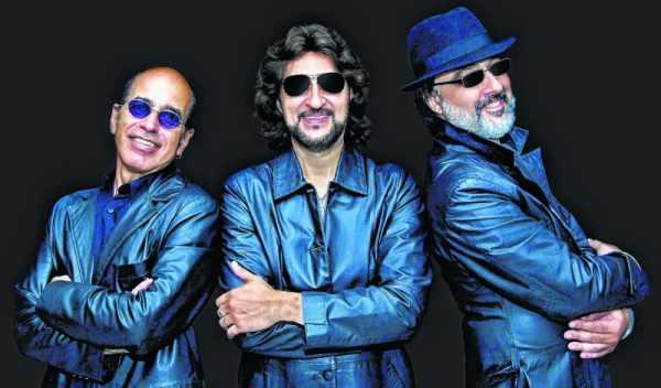 Trio foi considerado em 2003 um dos três melhores covers de Bee Gees do mundo; show acontece a partir das 23h e ingressos estão à venda (Foto:Divulgação)