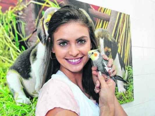 A modelo Beatriz Loesch Patrony é formada em Veterinária e trabalha em uma clínica local