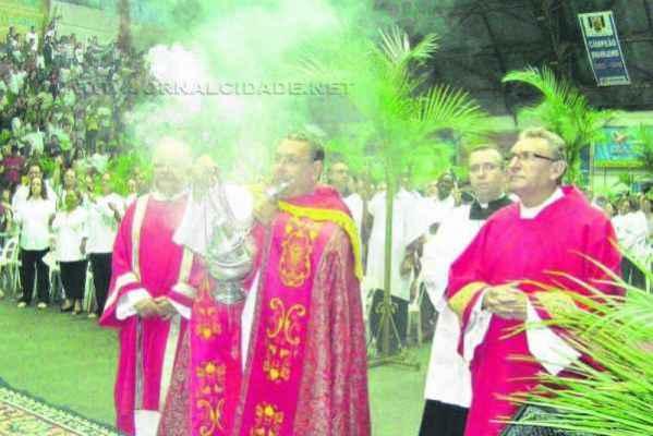 A missa é celebrada por padres e diáconos de 14 paróquias na tarde do próximo domingo