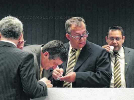 Vereadores da base governista articulam sessão extraordinária para viabilizar aprovação do projeto de lei em questão