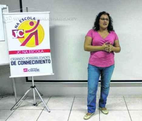 """Jornalista Carla Hummel participa deste encontro que tem como tema """"O jornal como porta voz da comunidade"""""""
