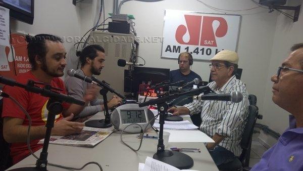 """Lourenço Favari, Lucas Calore, Marcos Cardoso Junior, Kal Machado e Agnelo Matos durante o programa """"Na Roça"""""""