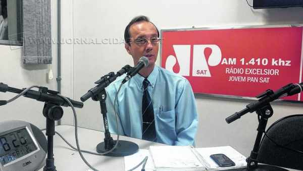 Eduardo Zoornoff, especial institucional da Elektro, no estúdio da Rádio Excelsior Jovem Pan