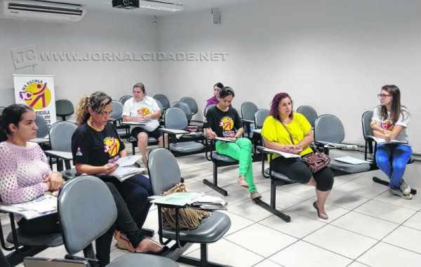 Encontro contou com a participação da jornalista Carla Hummel, além do professor e coordenador do curso Jaime Leitão