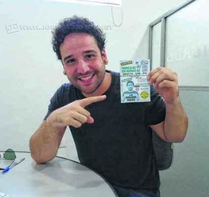 Rogério Farias apresenta-se na noite de sábado (28) no palco do Centro Cultural com show que mistura 'stand up', improviso, música e interação com o público