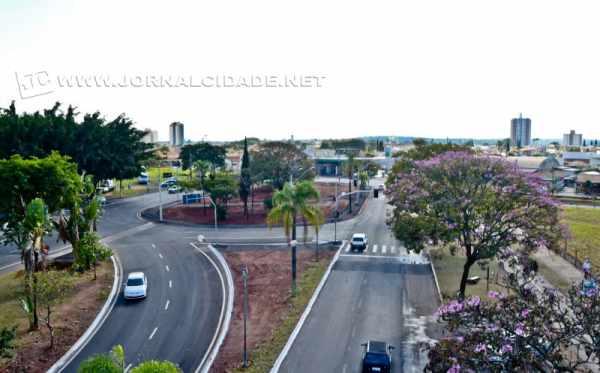 Rotatória da Avenida 29 com a Rua 9 e Via Kennedy, uma das principais entradas do município de Rio Claro. (foto arquivo)