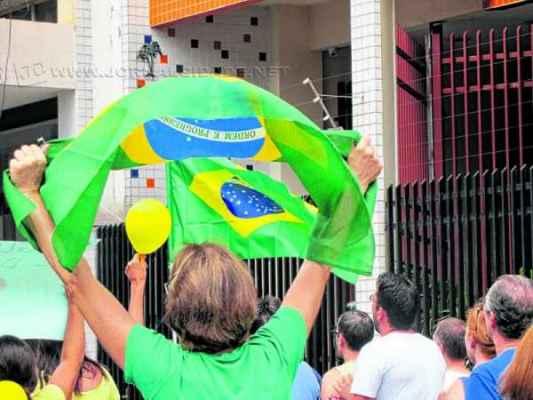 De acordo com a PM, cerca de quatro mil pessoas participaram da manifestação do dia 15 de março em Rio Claro
