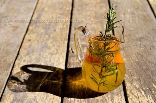 O preparo de águas aromatizadas requer atenção aos detalhes, por exemplo, na hora de utilizar uma jarra elegante para servir (Foto: Georgia Zeringota )