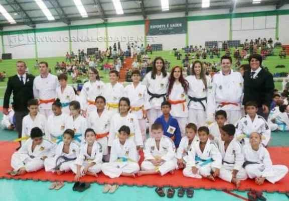 A equipe de Cordeirópolis conquista 10 medalhas de ouro, sete de prata e sete de bronze na 8ª Copa Oeste de Judô