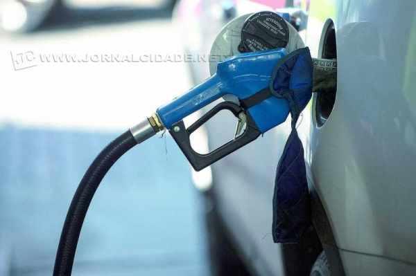 Litro da gasolina na bomba em Rio Claro custa, em média, R$ 3,30 segundo pesquisa da ANP (foto Marcelo Camargo/ABr)