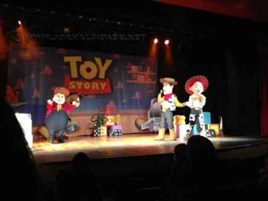 Montagem teatral Toy Story anima crianças neste domingo (12), às 16 horas, no Teatro Municipal João Pacífico
