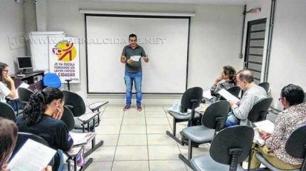 O jornalista do Grupo JC, Adriel Arvolea, participa deste encontro e fala sobre técnicas de jornalismo