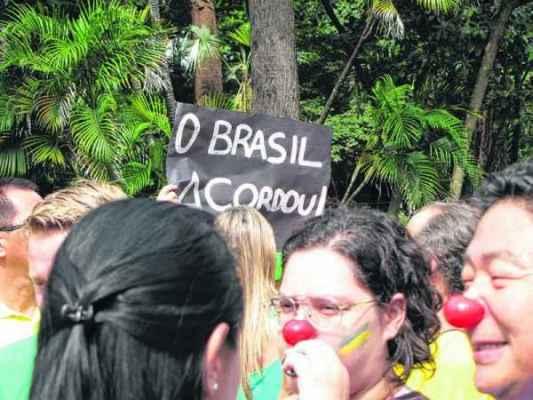 """MARÇO: Manifestantes durante o primeiro ato """"anti-Dilma"""" nas imediações do Jardim Público de Rio Claro (Foto: Arquivo)"""