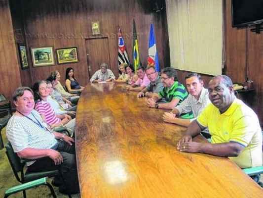 Vereadores durante ato solene de sancionamento da Reforma Administrativa da Prefeitura votada no final de 2014