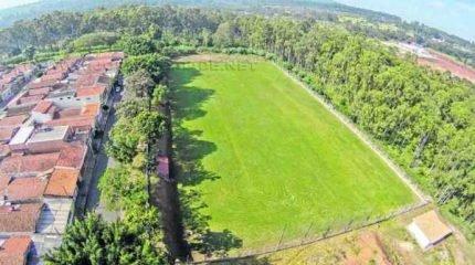 O novo gramado do distrital mede 105 x 60 metros e também será sede do futebol feminino