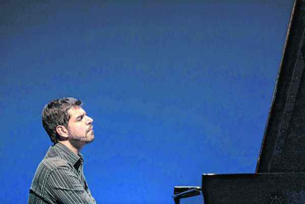 Pianista André Mehmari visita a obra de Ernesto Nazareth em concerto neste sábado (23)