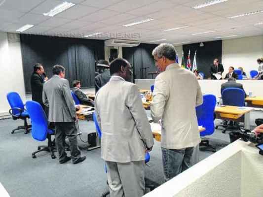Os projetos de lei ainda serão analisados pelos vereadores rio-clarenses em segunda discussão