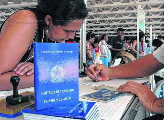 FGTS é pago para trabalhadores com carteira assinada (foto Marcello Casal/ABr)