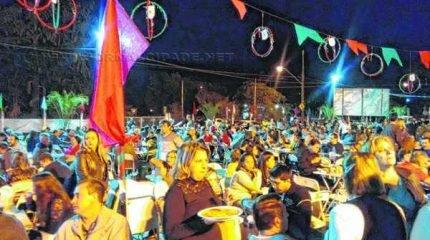 A família rio-clarense se reuniu em evento que contou com barracas de comidas típicas
