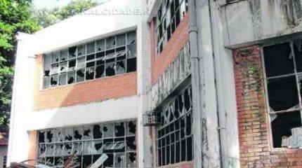 Fachada de um dos prédios no Alto do Santana, que foi alvo de depredação por vândalos