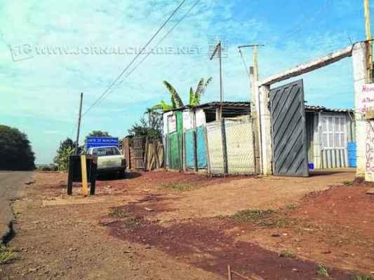 Residências das famílias foram construídas em área às margens da rodovia e terão que ser retiradas para execução das obras de duplicação da estrada