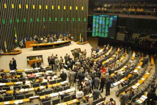 Deputados analisam Reforma Política