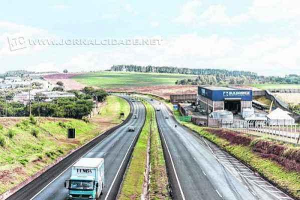 Na SP-127, entre os municípios de Rio Claro e Tietê, estima-se um total de 60 mil veículos