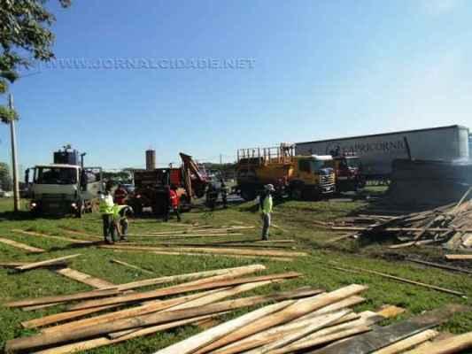 Equipe da Centrovias, Polícia Rodoviária e Corpo de Bombeiros atenderam a ocorrência na manhã de terça-feira (23)