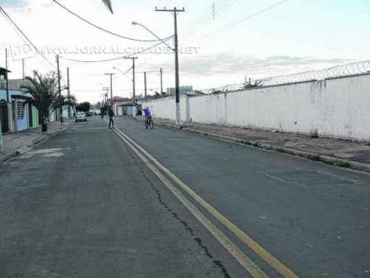 CENA DO CRIME: Luiz Rodrigues, de 47 anos, foi baleado na Rua 20, bairro Consolação, ao lado do Cemitério Municipal