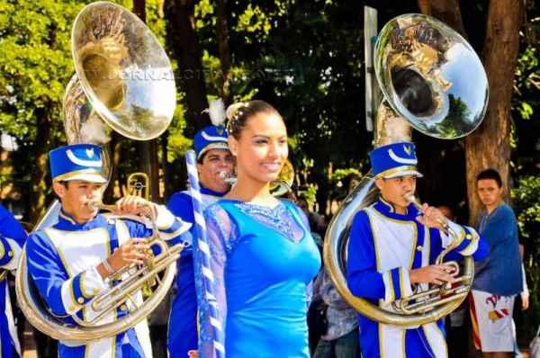 Tradicional desfile cívico acontece em volta do Jardim Público a partir das 9h