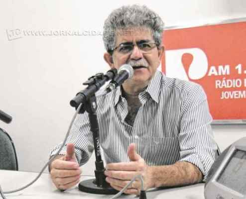 O prefeito Du Altimari em entrevista no estúdio da Rádio Excelsior Jovem Pan na última segunda-feira (22)