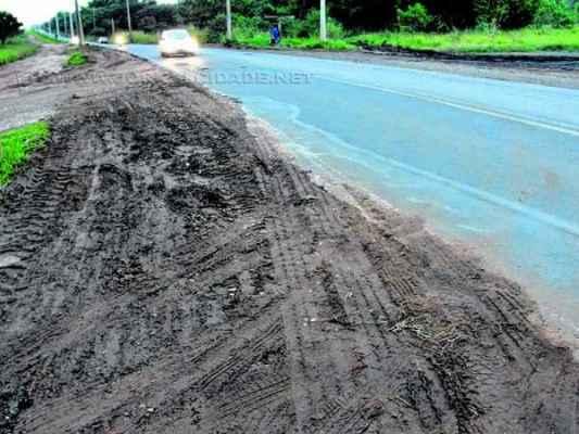 Prefeitura diz que chuvas dos últimos dias dificultaram os serviços na vicinal Rio Claro-Ajapi