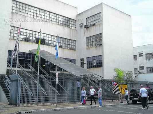 Prédio que hoje abriga o Fórum na Avenida 5 deve ser desocupado quando o Judiciário se transferir para o bairro Bela Vista