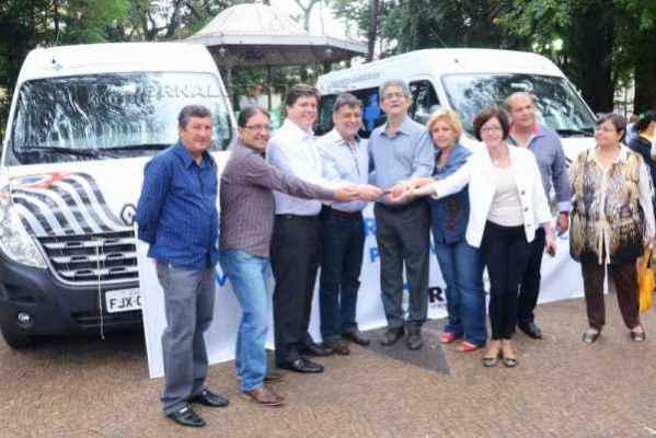 Solenidade de entrega foi realizada no Jardim Público na manhã de segunda-feira (15)