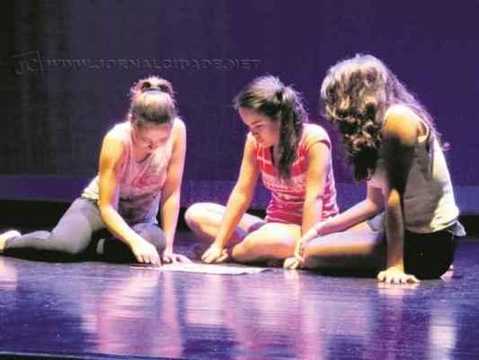 Na foto, alunos do curso livre do Núcleo de Artes Cênicas do Sesi - Unidade de Rio Claro