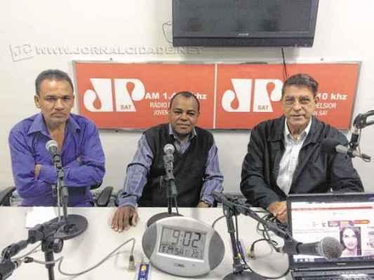 """José Parecido Alves Martins (Veio do PTC), Tuzinho (PRB) e o ex-prefeito Lincoln Magalhães no último """"Na Roça"""""""