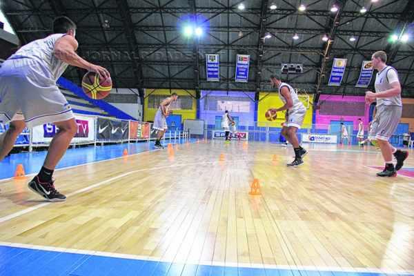 Assim como a seleção Sub-16, a Seleção Universitária treina no ginásio Felipe Karam e no ginásio do Clube de Campo