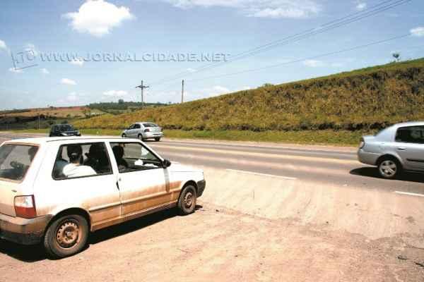 Na imagem de arquivo, cruzamento de estrada de terra com a Rodovia Wilson Finardi (SP-191) em Rio Claro