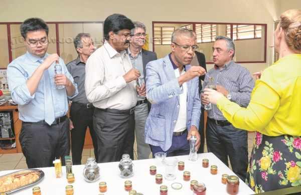 Empresários estrangeiros e autoridades visitaram as instalações da empresa Lambertucci