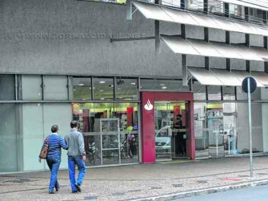 As agências bancárias no Centro passam a receber quantidade maior de correntistas com a proximidade do quinto dia útil