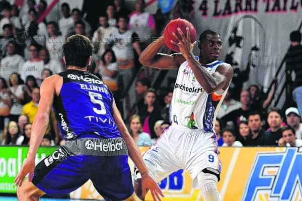 Gui Deodato teve sua formação no Bauru e esteve no elenco do time nas sete edições do NBB (Foto: João Pires/LNB)